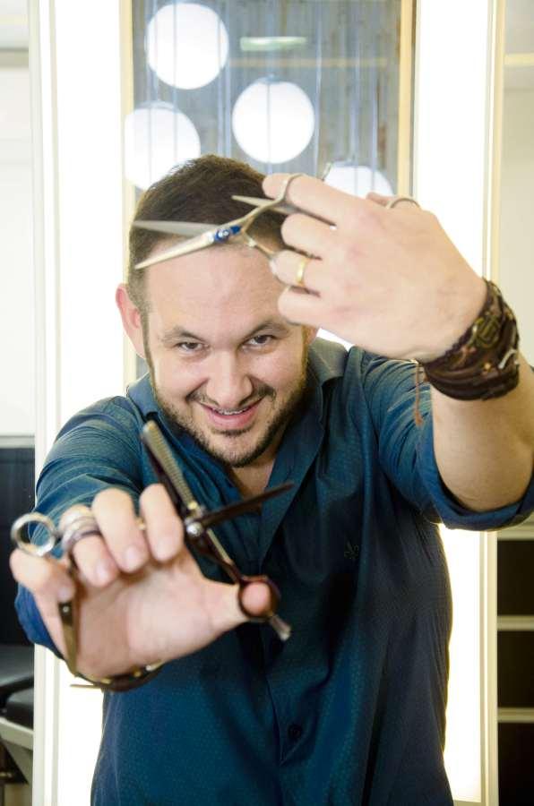 Whagner Torezani, cabeleireiro. Crédito: Mônica Zorzanelli