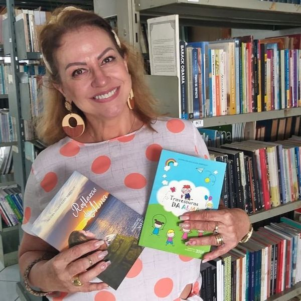 A escritora e professora Sandra Bertollo. Crédito: Arquivo pessoal