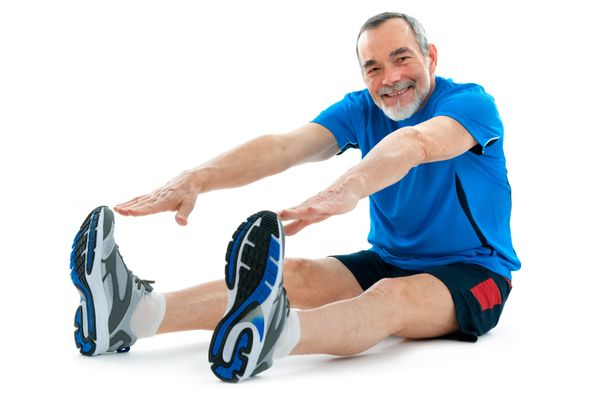 Homem se exercitando, alongamento . Crédito: Shutterstock