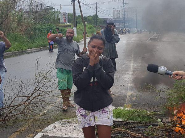 Mara Azevedo Silva, mãe de meninas atropeladas na ES 010. Uma delas, com 12 anos, morreu. Crédito: Jose Carlos Schaeffer