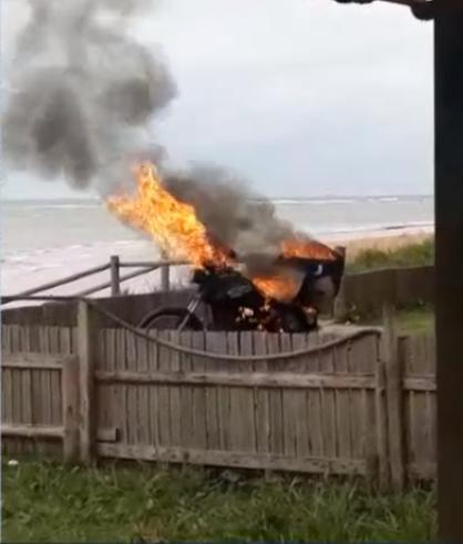 Suspeito de estupro tem moto incendiada na Serra. Crédito: Reprodução