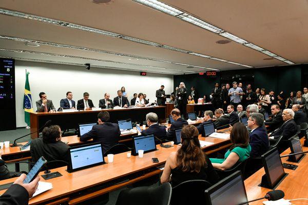 Comissão Mista de Orçamento reúne deputados federais e senadores. Nesta quarta eles aprovaram um projeto enviado pelo presidente da República, sem alterações. Crédito: Roque de Sá/Agência Senado
