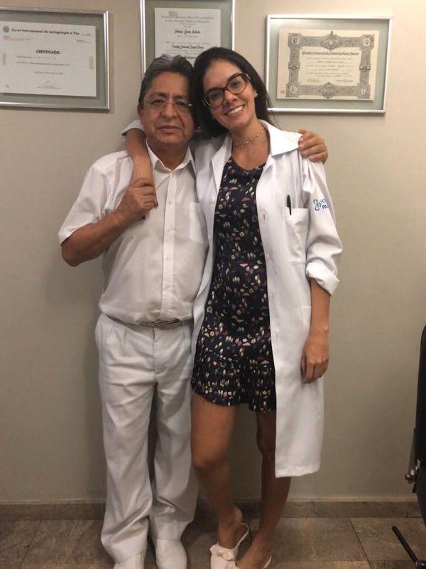 Médico Freddy Rolando Rojas Rioja com a filha Lívia Giovanna Salles Rojas. Crédito: Acervo pessoal