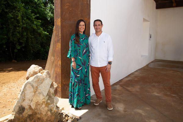Erika Kunkel Varejão, presidente do Instituto Modus Vivendi, e o secretário de cultura da Serra, Alessandre Motta, durante visita ao Sítio Histórico de São José do Queimado, em Serra Sede. Crédito: Everton Nunes