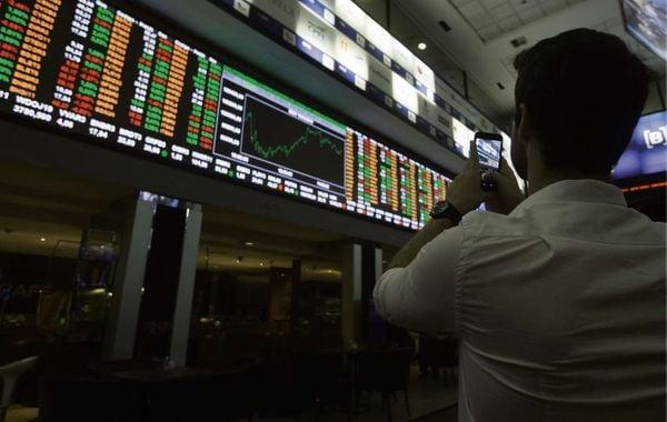 Movimentação Bolsa de Valores, índice BOVESPA na Bolsa de Valores de São Paulo, mercado, ações, negócios