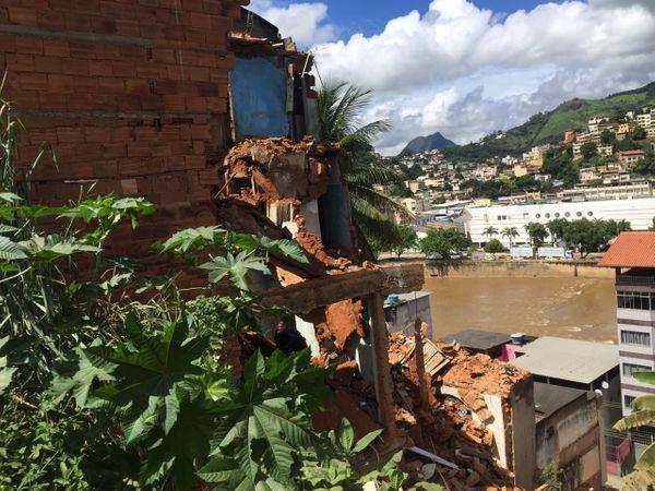 Prédio de três andares cai em Cachoeiro. Crédito: Rafael Ferraz
