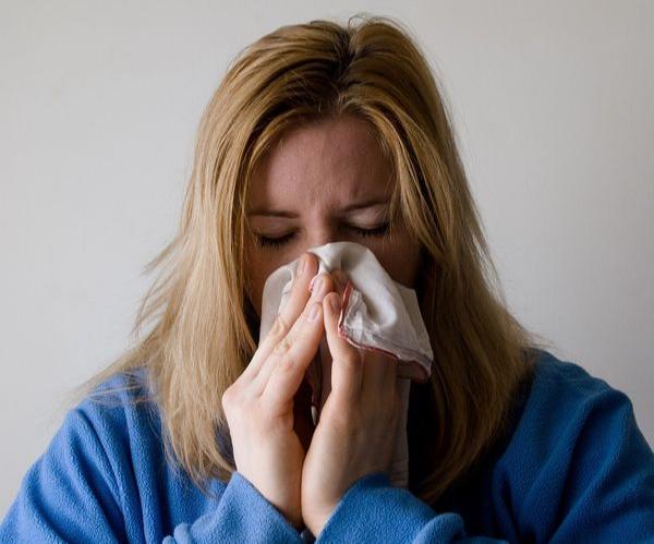 Coronavírus: quem tiver resfriados leves não deve ir a hospitais se não tiver contato com casos confirmados ou tenha viajado. Crédito: Mojica JJ/Pixabay