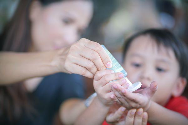 Cuidados essenciais devem ser ensinados às crianças de forma leve