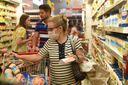 Durante a pandemia de coronavírus o movimento de clientes nos supermercados cresceu. Ver clientes usando máscaras de proteção se tornou algo comum.