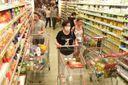 Durante a pandemia de coronavírus o movimento de clientes nos supermercados cresceu. Muita gente começou a fazer estoque com medo da falta de abastecimento.