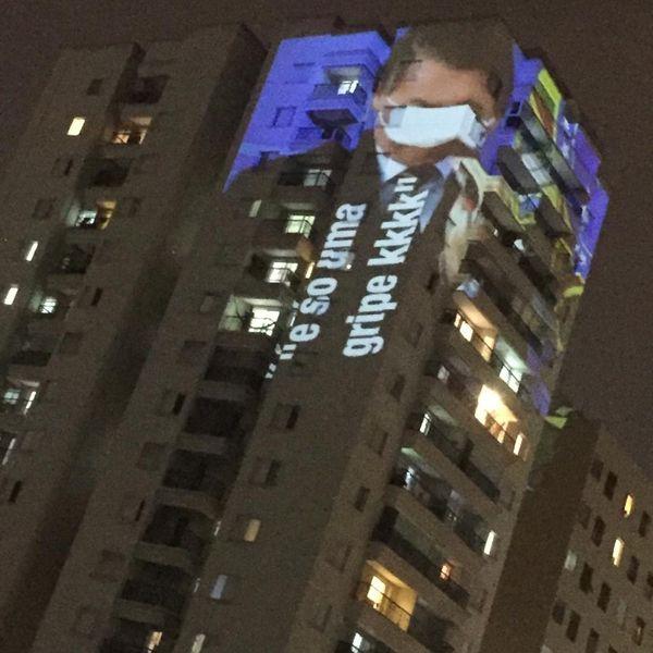 Imagem do presidente Jair Bolsonaro é projetada em prédio de São Paulo durante panelaço contra o governo. Crédito: Reprodução