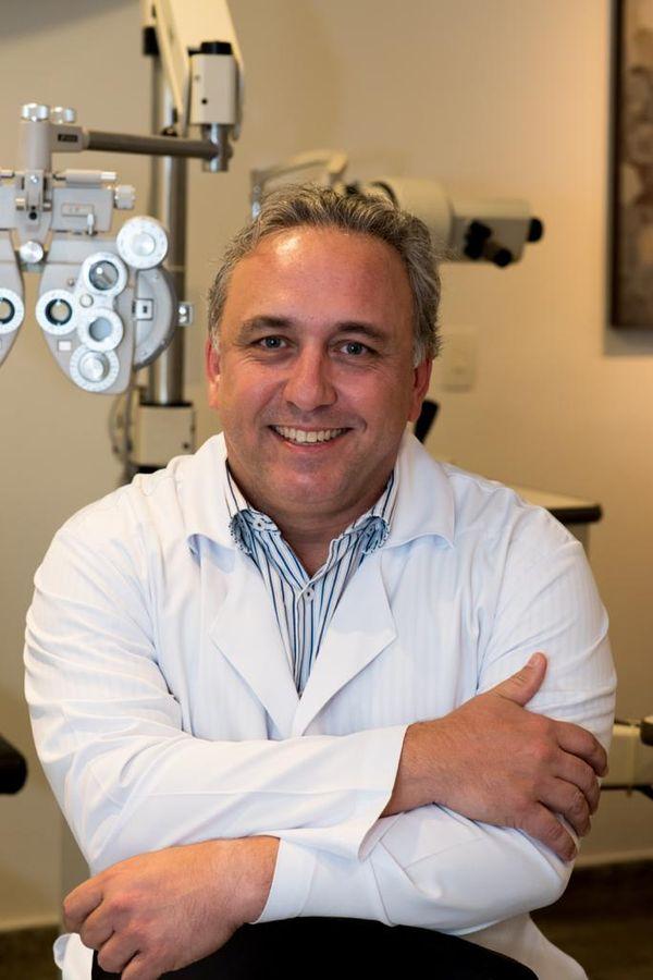 O oftalmologista Laurentino Biccas adotou o serviço para toda a família.