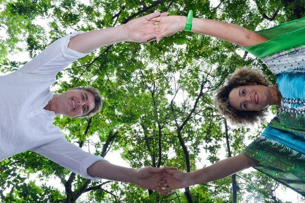 Flávio Duccini e Flávia Brotto, professores de ioga. Crédito: Mônica Zorzanelli