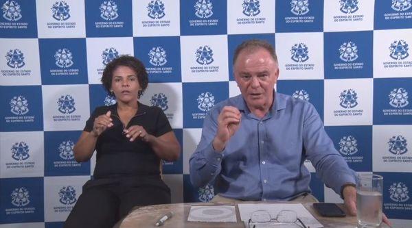 O governador Renato Casagrande e intérprete de libras durante entrevista coletiva remota