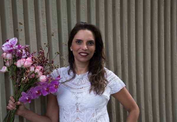 Bruna Medeiros, designer floral. Crédito: Mônica Zorzanelli