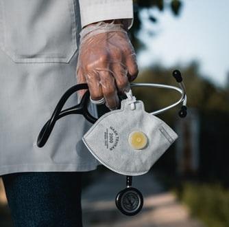 Médicos estão sendo enviados para ajudar no combate ao novo coronavírus
