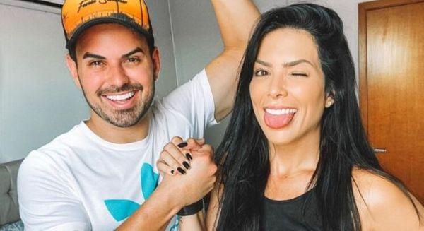 A capixaba e miss Brasil 2010 Débora Lyra e o marido, o cantor Gabriel Gava; adaptações à rotina de confinamento
