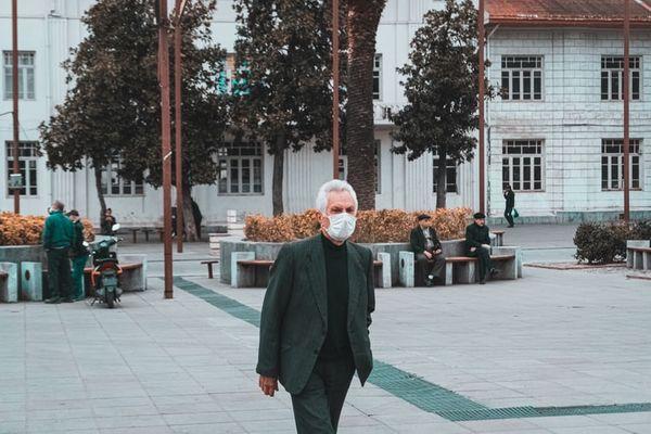 De acordo com orientações da OMS, quem deve usar as máscaras são pessoas com suspeita de covid-19 e aqueles que precisarem ter contato de um infectado.