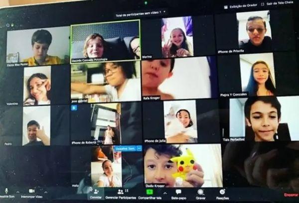 Crianças de 10 a 12 anos se reuniram por webcam para matar as saudades em tempos de coronavírus