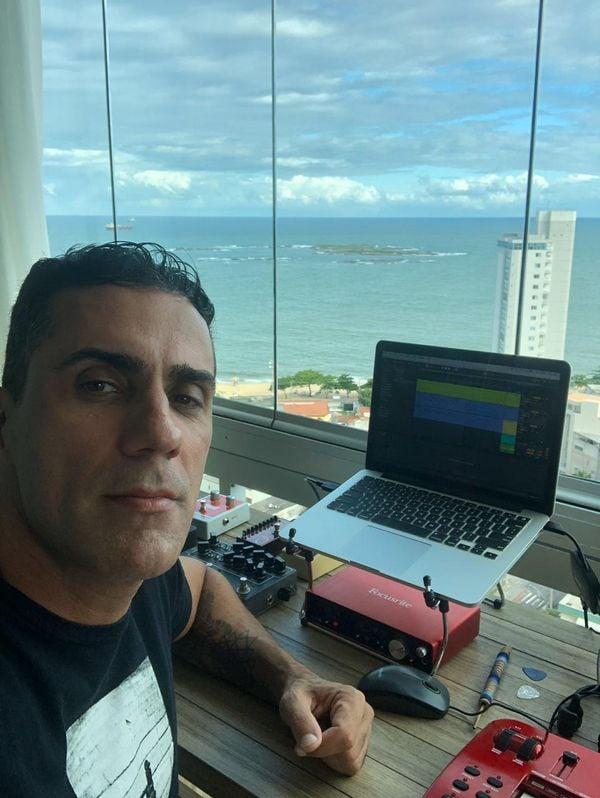 Rodrigo CX, cantor