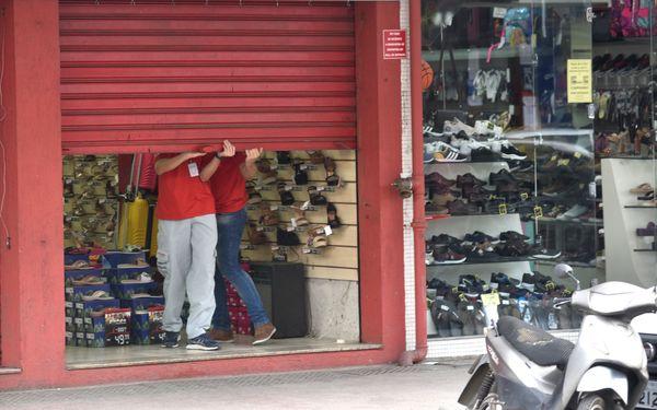 Comércio na Avenida Expedito Garcia em Campo Grande: decreto para fechamento de lojas vai até semana que vem