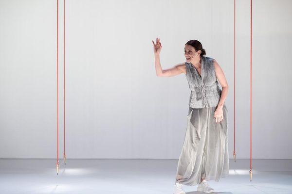Denise Fraga em ação na peça