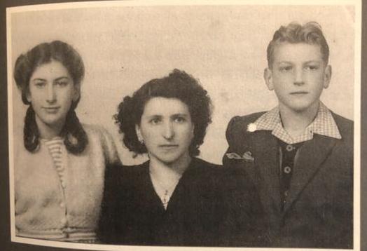 Foto do passaporte de Nerina, com mãe e irmão
