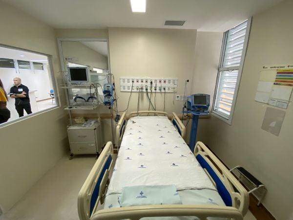 Novos leitos de Unidade de Terapia Intensiva (UTI) com respirador no Hospital Jayme Santos Neves, na Serra.