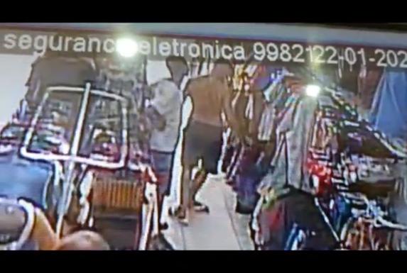 Criminosos fazem compras após roubos em Cariacica