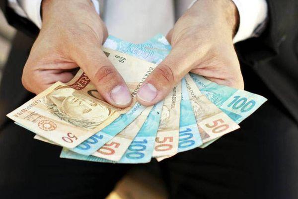 Data: 07/04/2017 - Notas de Dinheiro - Real - Governo propõe salário mínimo de R$ 979 em 2018 - Salário: reajuste será igual ao índice da inflação - Editoria: Economia - Foto: ARQUIVO - GZ