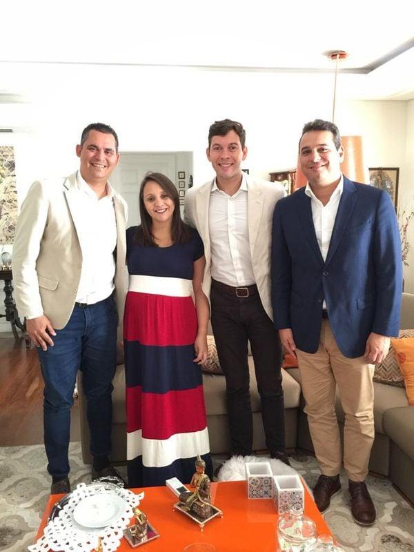 Da esquerda para a direita: Gilson Daniel, Renata Abreu, Arnaldinho Borgo e um rosto desconhecido pelo colunista