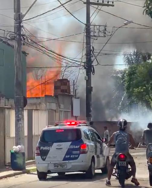 Incêndio atingiu residências em Maria Ortiz