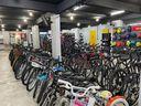Loja e oficina em Jardim da Penha conserta bicicletas de forma gratuita para entregadores de comida