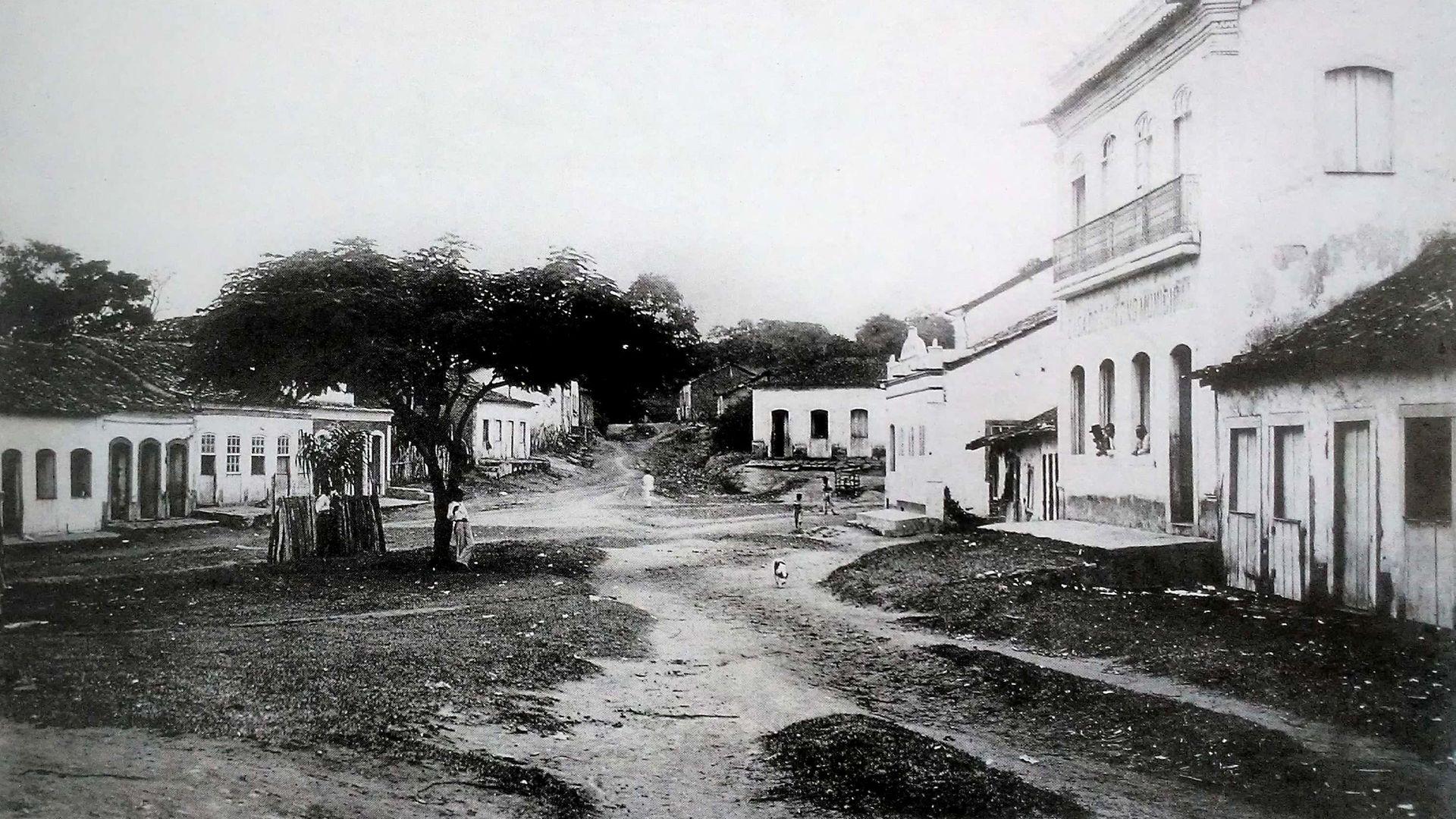 Praça João Miguel, na Serra, no início do século XX: em 1918, o ES enfrentou a gripe espanhola