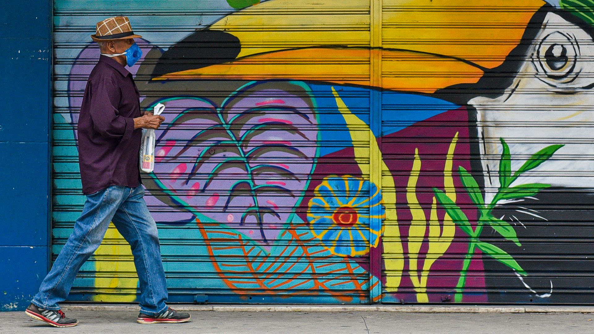 Registros mostram a interação entre entre rostos cobertos com máscaras e arte nas ruas de Vitória em meio a pandemia. Coronavírus trouxe novos hábitos que devem permanecer na nossa sociedade