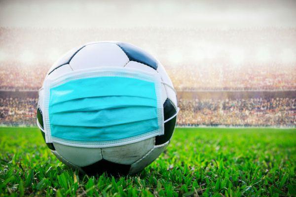 Pedir a volta do futebol no Brasil reflete sociedade insensível a dor do  outro | A Gazeta