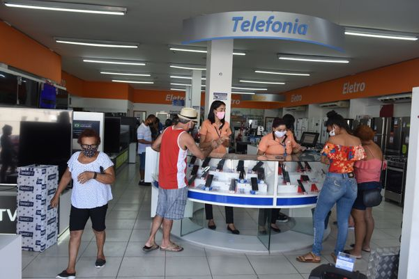 Data: 11/05/2020 - ES - Vila Velha - Clientes fazendo compras na lojas Sipolatti, em Vila Velha - Editoria: Cidades - Foto: Ricardo Medeiros - GZ