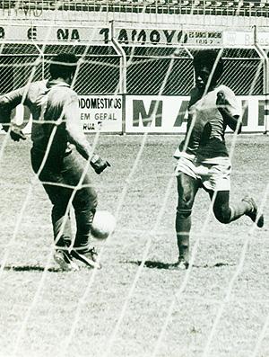 Fio Maravilha em treino pela Desportiva em 1973