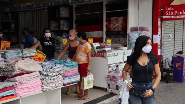 Movimento do comércio em Laranjeiras, na Serra. Crédito: Ricardo Medeiros