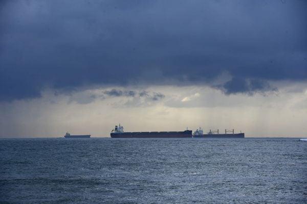 Marinha alerta para ventos de até 75km/h e ondas de 3,5m no ES   A ...