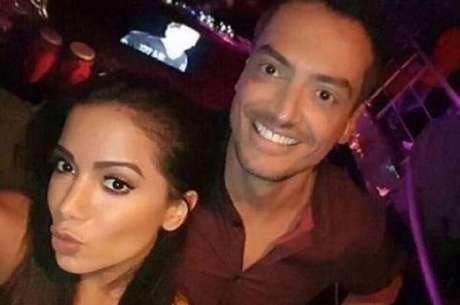 A cantora Anitta e o jornalista Leo Dias