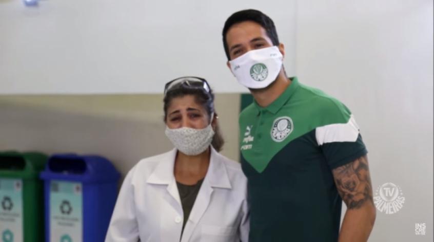 Crédito: Luan emocionou a biomédica Ana Paula de Oliveira em doação de sangue no Allianz (Reprodução/TV Palmeiras