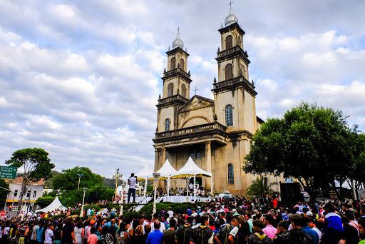 Missa das 17h, que reunia milhares de fieis, será transmitido ao vivo pela TV Gazeta Sul