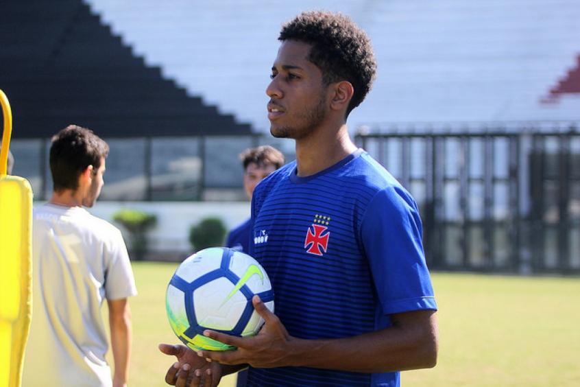 Crédito: Miranda é um dos promissores jovens revelados na base cruz-maltina (Paulo Fernandes/Vasco.com.br