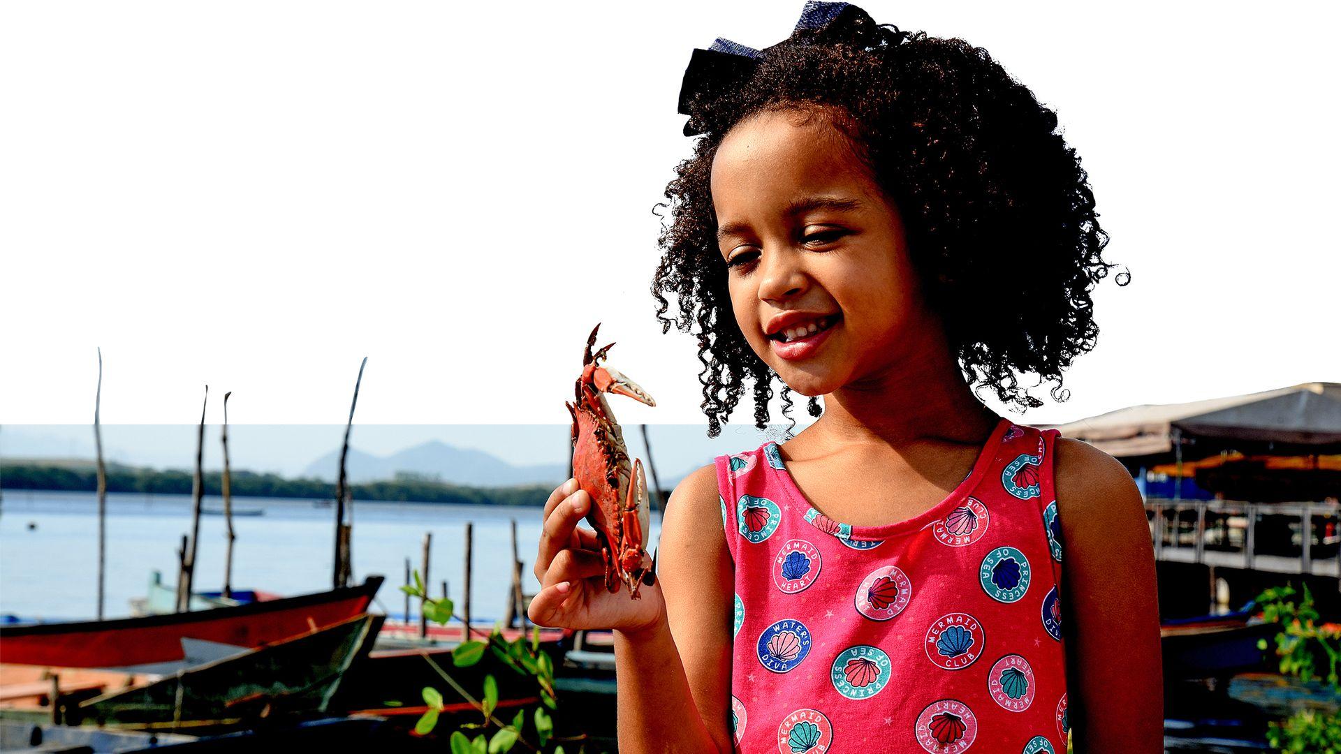 Criança moradora da Ilha das Caieiras