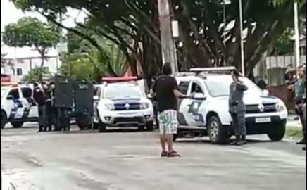 Homem chegou a apontar arma para policiais e os ofender com palavrões