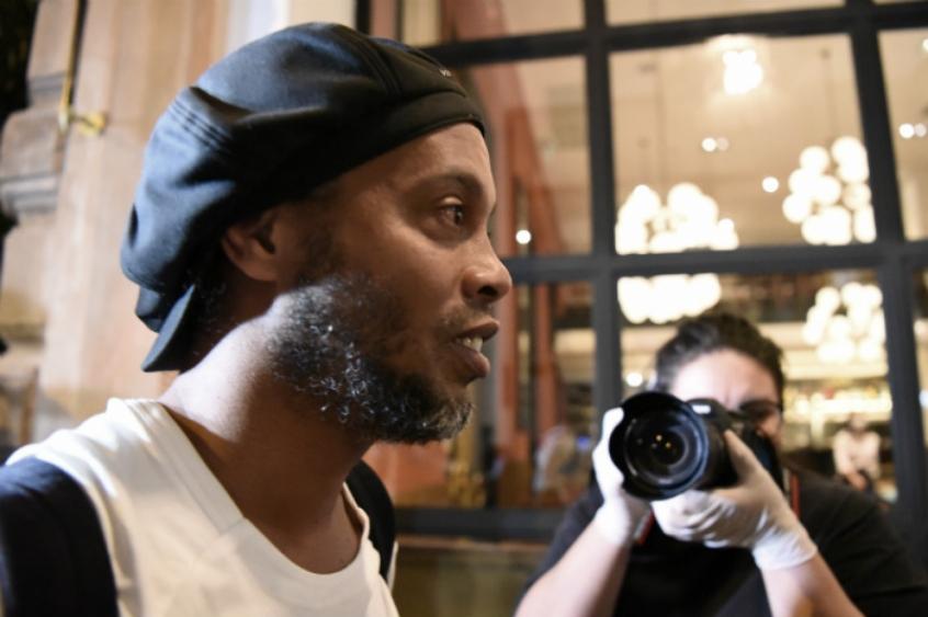 Crédito: Ronaldinho Gaúcho segue em prisão domiciliar em Assunção, no Hotel Palmaroga, no Paraguai, em virtude da utilização de passaporte falso (AFP