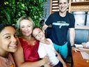 Fabricia Gonçalves e as filhas Gabriela e Giovana.