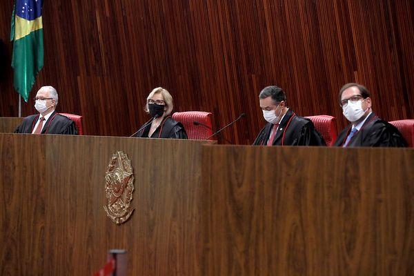 Cerimônia de posse dos ministros Luis Roberto Barroso e Edson Fachin como presidente e vice presidente do TSE