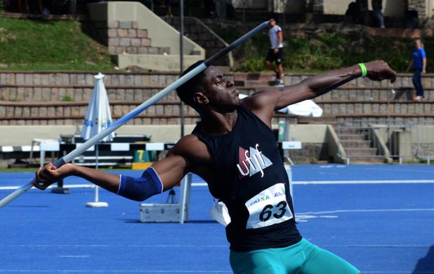 Crédito: Luiz Maurício, de 20 anos, é um dos destaques no lançamento de dardos e tem a meta de chegar perto dos 80 m (Fernanda Davoglio/CBAt